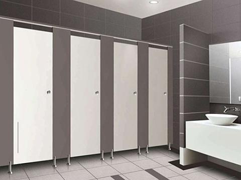 Cách đơn giản tự sửa vách ngăn vệ sinh hỏng bản lề