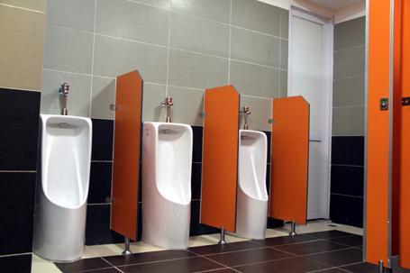 Chọn lựa vách ngăn cho nhà vệ sinh nam